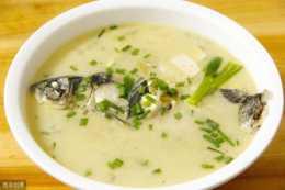 只需在燉魚時增加這一步,燉出來的魚湯不僅鮮嫩,湯還又白又濃