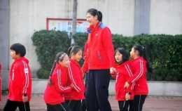 14歲女孩身高超姚明,人的身高是由什麼因素決定的?